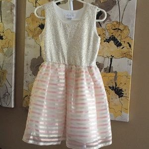 The children's place dress size 4 (xs)